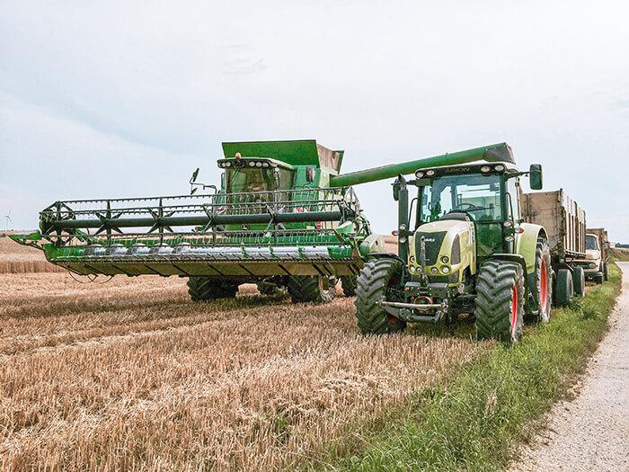 Agrar Traktor und Mähdräscher der Zuckermühle
